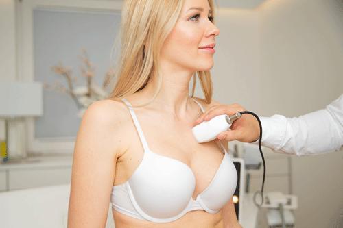Botox / Hyaluronsäure<br> Fadenlifting <br> Cellulitebehandlung <br>Fettwegspritze<br> 3 D Lipomed